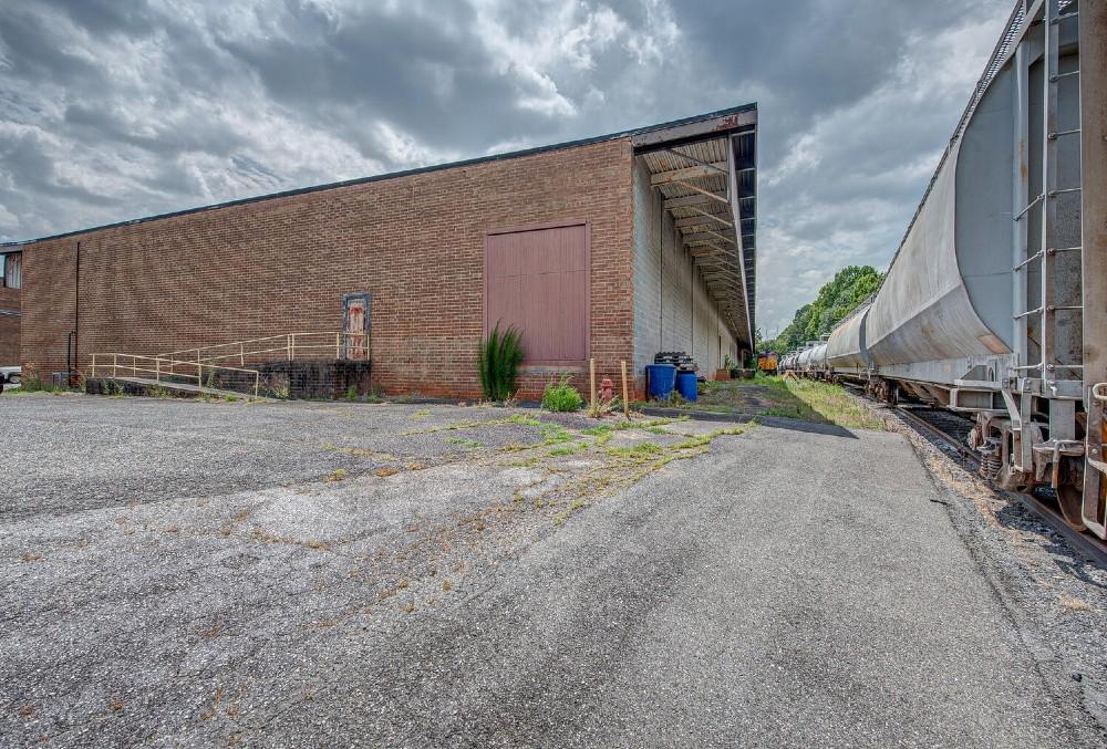 2403-Lowell-Rd-Gastonia-NC-photo_66694368-1500×1000-10-LargeHighDefinition (1)